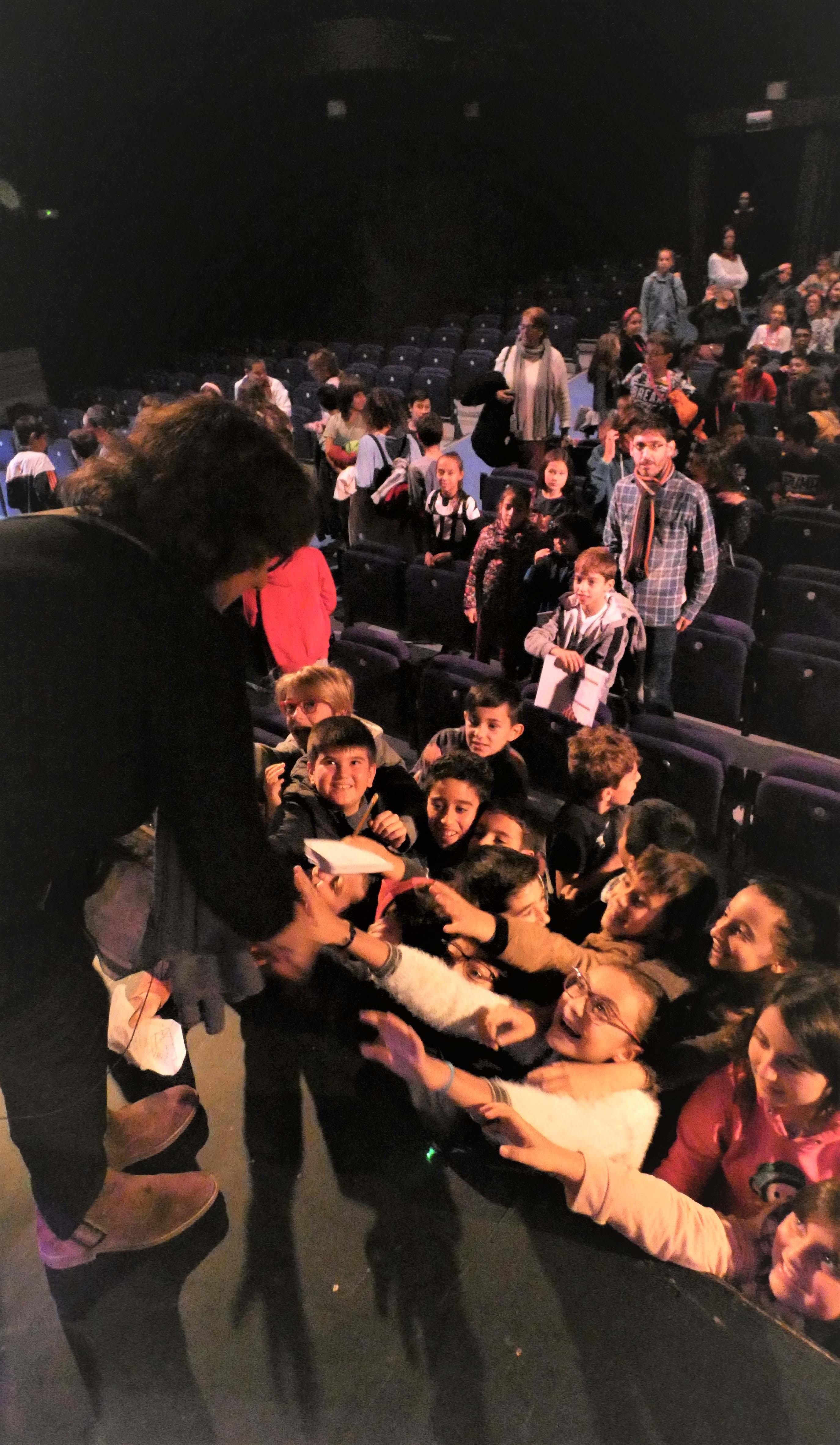 FOTO2. Olga Viza con los alumnos