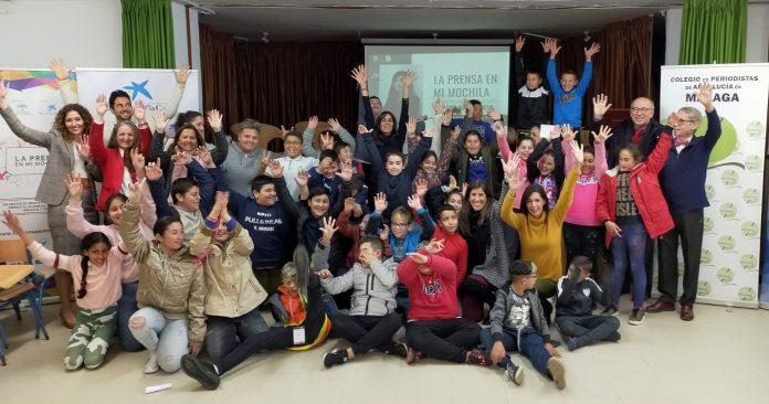 FOTO. Maysun junto a los alumnos de Vélez-Málaga